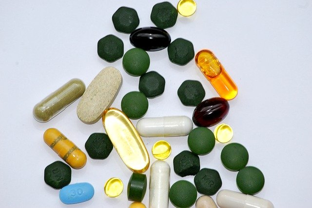 """How """"Risky"""" Are Dietary Supplements Really?"""